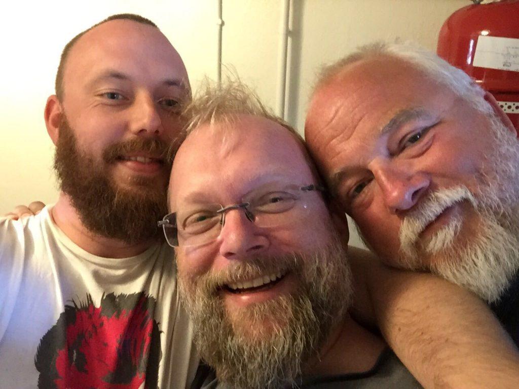 Tre glada bryggare